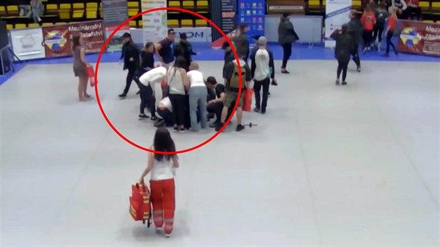 c160c3cea Na taneční soutěži kolabovaly děti, zřejmě selhala vzduchotechnika ...
