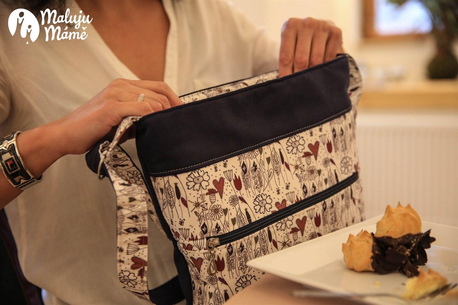 0397d1d1b Kabelky, batohy, organizéry a tašky s obrázky, které namalovaly svým  maminkám děti.