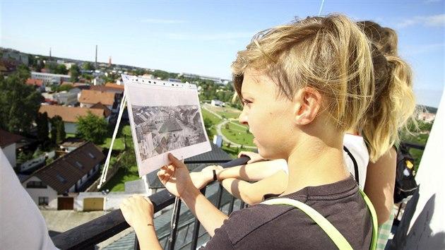 Děti se na ochozu věže mohly přesvědčit, jak se město během let proměnilo.