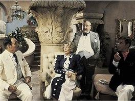 Herečka Sylvia Milesová ve snímku Zlo pod sluncem (1982)