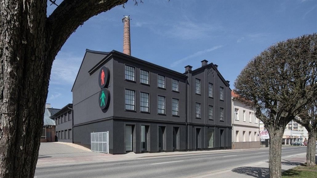 Ze staré textilní továrny mají úžasnou galerii s domácí atmosférou