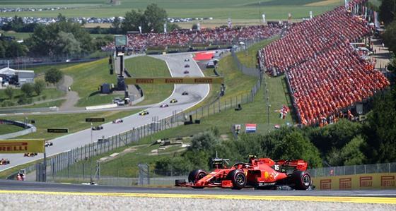 Charles Leclerc z Ferrari na trati Velké ceny Rakouska.