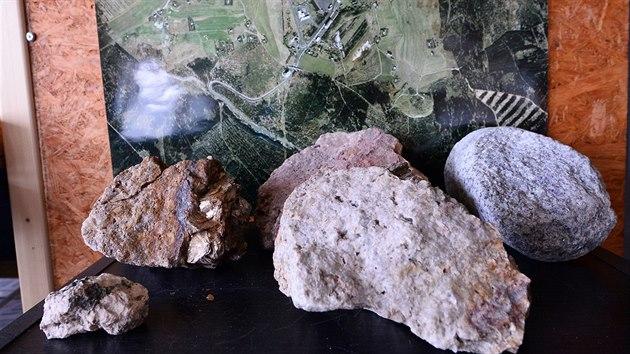 Od roku 2016 probíhá na Cínovci v Krušnıch horách průzkum zásob lithia. Vzorky z vrtů.