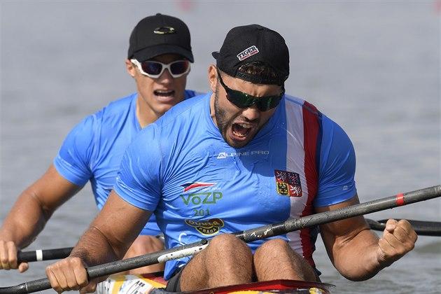Českı deblkajak Josef Dostál a Radek Šlouf  na světovém šampionátu v Szegedu.