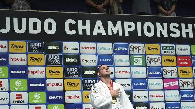 HYMNA. Judista Lukáš Krpálek se zlatou medailí pro mistra světa v kategorii nad 100 kilogramů.