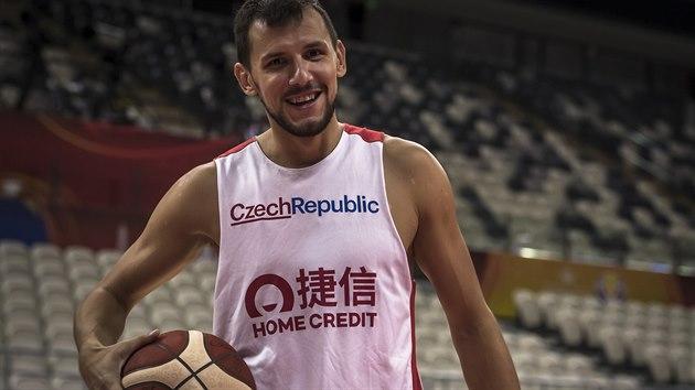 Jakub Šiřina na tréninku českıch basketbalistů před zápasem s Tureckem.