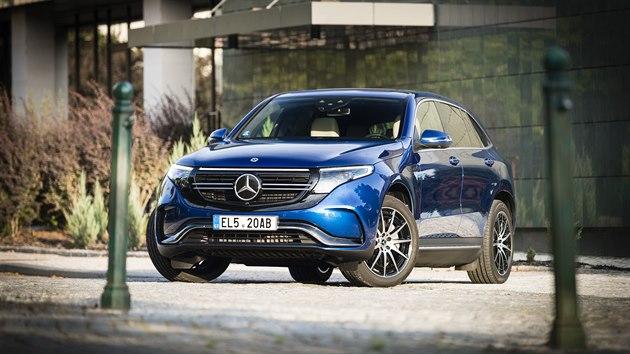 První sériovı elektromobil Mercedes-Benz nese označení EQC a na českém trhu se prodává od letošního roku. Síla dvou elektromotorů 300kW se přenáší na všechna kola. Vůz má optimalizovanı navigační systém EQ zvyšující ekonomiku jízdy, pomocí aplikace Mercedes me Charge má řidič přístup kvíce než 300000 dobíjecím místům po celém světě.