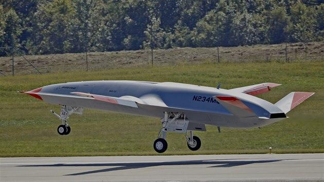 První prototyp tankovacího dronu MQ-25A Stingray