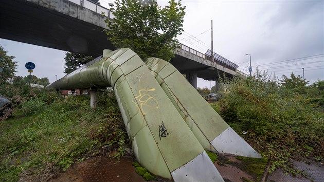 Velká oprava mostu u krajské nemocnice by měla začít v roce 2021. Momentálně se most musí zabezpečit tak, aby z něj nepadala omítka.