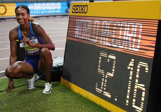Američanka Dalilah Muhammadová ve finále běhu na 400 metrů překážek posunula...