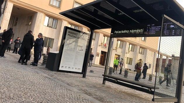 Magistrát představil prototyp nové zastávky MHD. (29. listopadu 2019)