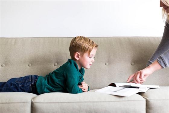 Vysvětlujte dítěti vše. Ať se naučí vnímat nejen to dobré, ale také špatné.