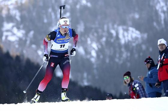 Norská biatlonistka Tiril Eckhoffová na trati sprintu v německém Ruhpoldingu.