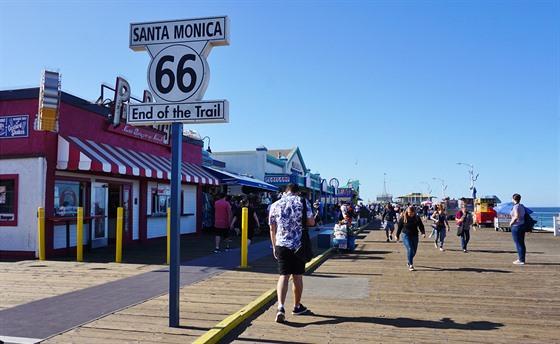Route 66 končí v Santa Monice.