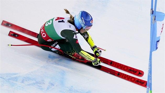 Mikaela Shiffrinová v superobřím slalomu v Bansku.