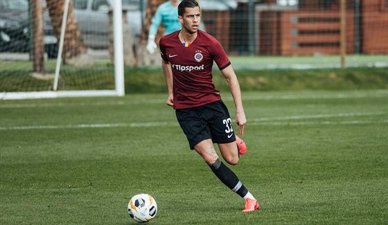 Sparťanskı stoper Dávid Hancko v přípravném utkání proti Malmö.