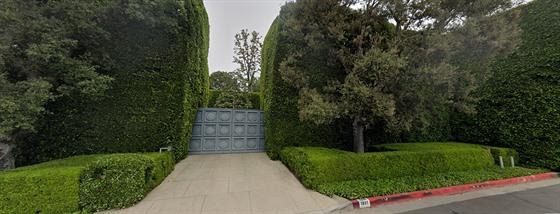 Vila po Jacku Warnerovi na Angelo Drive v Beverly Hills