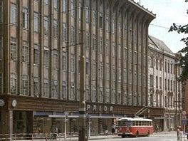 Opavskı obchodní dům Breda, tehdy Prior, na začátku 80. let minulého století.