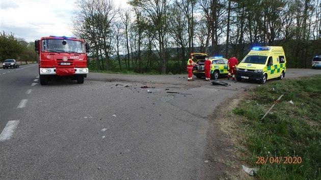 Motocykl se srazil s vozem Škoda Octavia u Doudleb nad Orlicí (28. 4. 2020).
