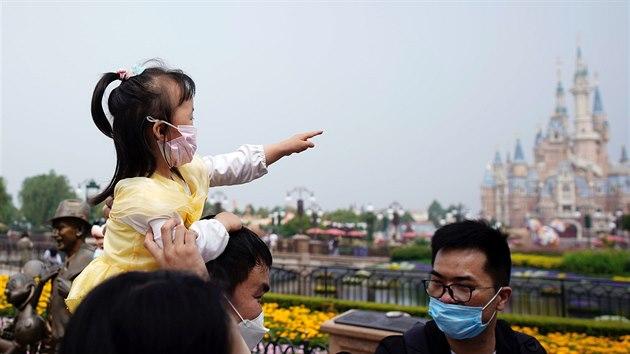 V Šanghaji se znovu otevřel Disneyland. (11. května 2020)
