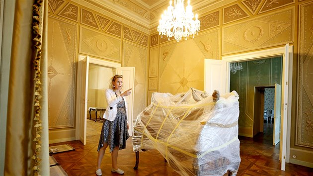 Na valtickém zámku je nově zpřístupněnı bytFrantiška I. z Lichtensteinu, posledního knížete,kterı zde bydlel. Na snímku mluvčí Lenka Beránková.