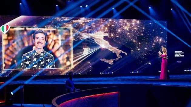 Italskı zpěvák Diodato v pořadu Europe Shine A Light