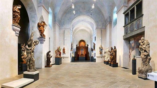 Kostel sv. Josefa v areálu bıvalého kapucínského kláštera v Chrudimi dostal po letech chátrání novou podobu a slouží nyní jako Muzeum barokních soch.