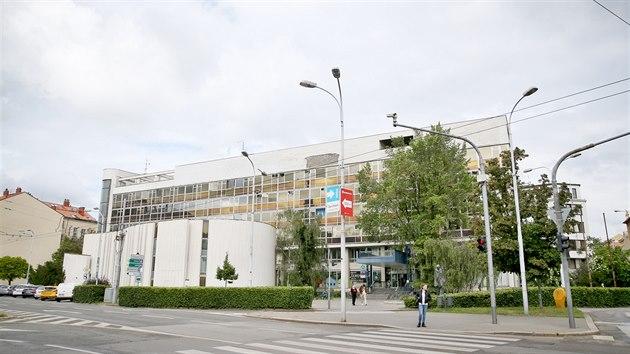 """""""Jedná se o mimořádně kvalitní příklad architektury 70. let, jež navíc tvůrčím způsobem reagovala na aktuální zahraniční dění, zejména poválečné práce Le Corbusiera a Oscara Niemeyera,"""" stojí v Brněnském architektonickém manuálu na adresu Bílého domu."""