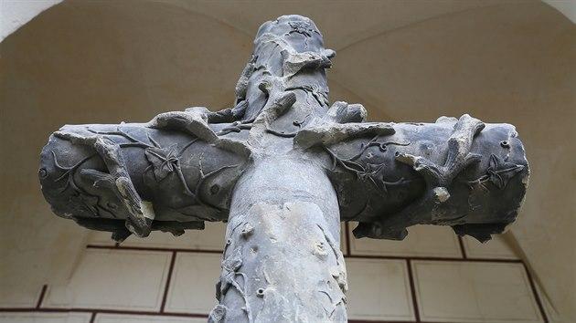 Podle ředitele teplického muzea Radka Spály je Rohanův kříž součástí muzejní sbírky už od roku 1982, kdy sem byl přivezen právě z Košťan.