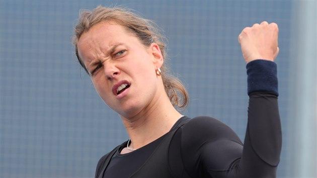 Barbora Strıcová v duelu s Lindou Fruhvirtovou.