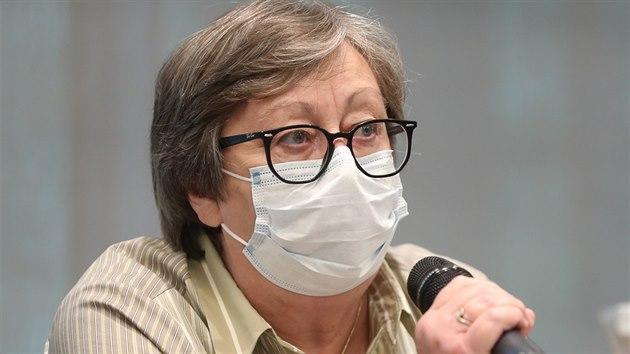 Předsedkyně České onkologické společnosti ČLS JEP Jana Prausová na tiskové konferenci k průběhu pandemie covid-19 a jejím dopadům na onkologicky nemocné v ČR. (5. června 2020)