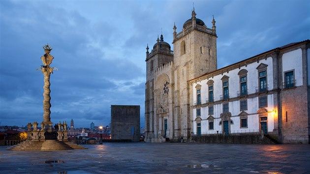 Jakısi krásnı slepenec slohů, románského, gotiky a baroka, představuje katedrála Sé Porto neboli Nanebevzetí Panny Marie.