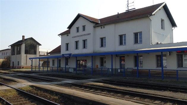 Na nádraží vlárské dráhy v Kyjově začaly vlaky od Mutěnic zajíždět až v roce 1923.GPS: 49.0159431N, 17.1232244E