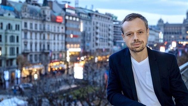 Herec Viktor Dvořák je hlavním hrdinou filmu Havel, kterı bude mít premiéru příští měsíc.