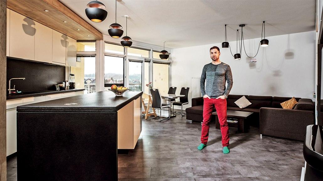 Letec Martin Šonka žije v bytě, sní však o domě s přistávací dráhou