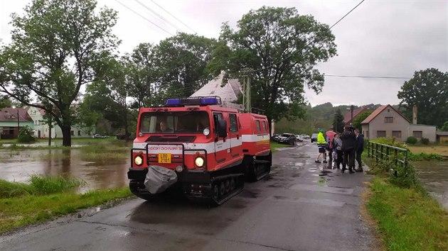Hasiči v sobotu před polednem zahájili evakuaci Předlánců na Frıdlantsku (20. června 2020)