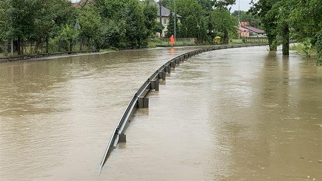 Povodně v Horní a Dolní Rovni. Okolí tam zatopila řeka Londrantka. (29. června 2020)