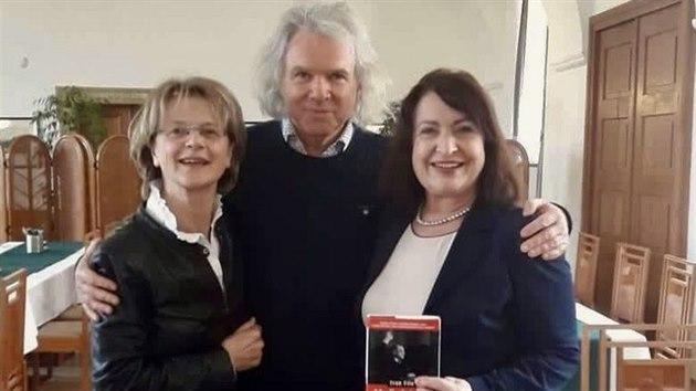 Ivan Fíla s herečkou Táňou Medveckou a místopředsedkyní Senátu Miluší Horskou