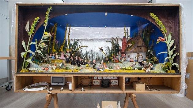 Unikátní dioráma Svatba u Broučků od Jiřího Trnky se vrátilo do Plzně a po restaurování bude dlouhodobě vystaveno v Muzeu loutek v Plzni. (14. 6. 2020)