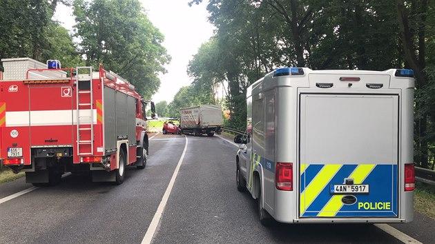 U Poděbrad se srazilo osobní auto s nákladním. (16. července 2020)
