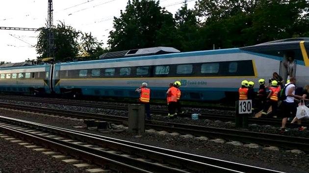 Pražští hasiči zasahovali v pátek 10. července 2020 u střetu osoby s vlakem v oblasti železniční stanice Praha - Běchovice. (10. července 2020)