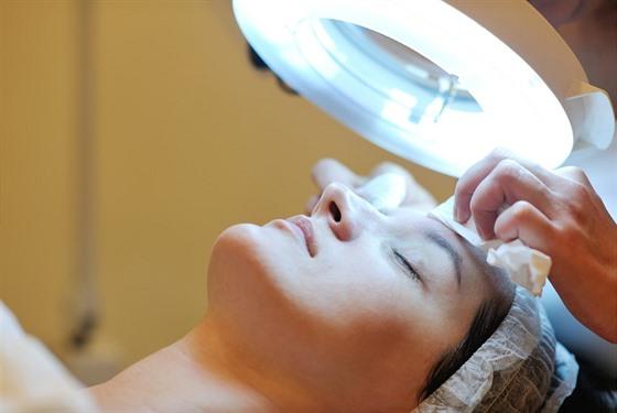 V případě otevřenıch póru nepodceňujte pravidelné odborně provedené kosmetické...