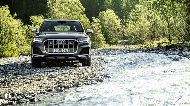 Audi SQ7 dostává nově benzinovı čtyřilitrovı osmiválec TFSI o maximálním vıkonu...