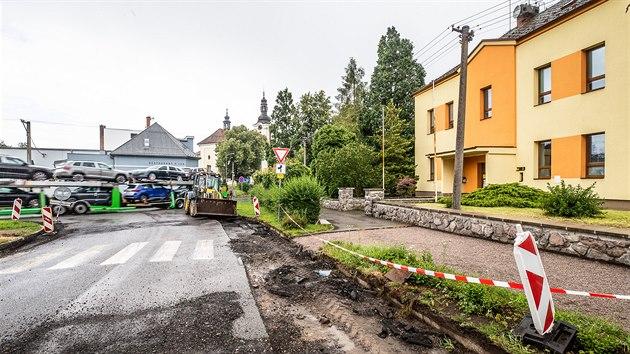 Proti nákladním autům mířícím do průmyslové zóny sepsali lidé petici, protestuje i městys  (17. 7. 2020).