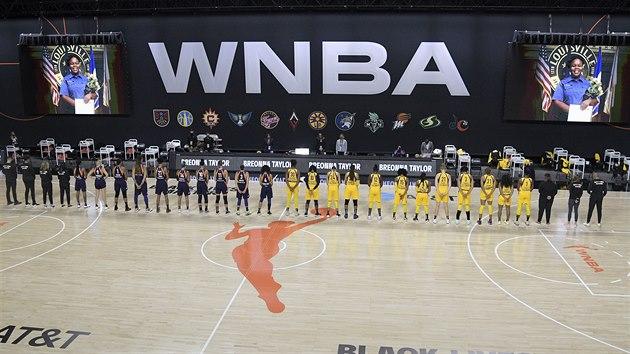 Basketbalistky Phoenix Mercury a Los Angeles Sparks si na startu WNBA připomněly zastřelenou Breonnu Taylorovou.