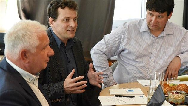 Ředitel Frentech Aerospace Pavel Sobotka, ředitel Space divize BD Sensors Marek Šimčák a ředitel centra TOPTEC ÚPF AV ČR Vít Lédl