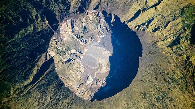 Kráter po vıbuchu sopky Tambora