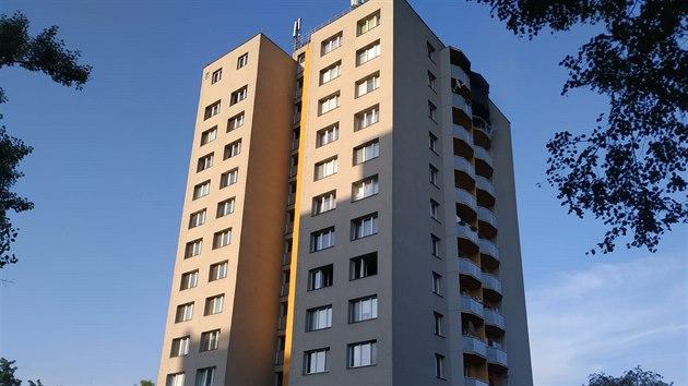Při požáru v 11. patře panelového domu v Bohumíně zemřelo 11 lidí, z toho 3 děti. (8. srpna 2020)