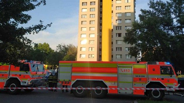 Hasiči zasahovali u požáru panelového domu v Bohumíně na ulici Nerudova. (8 srpen 2020)