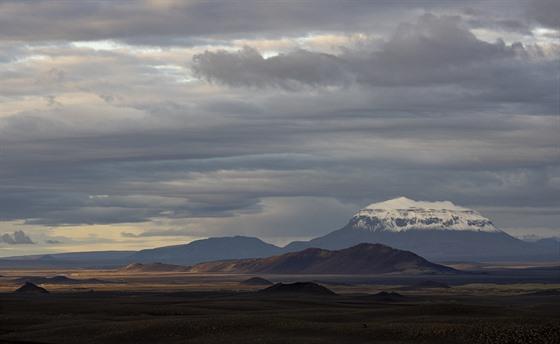Islandská krajina je ryzí, tichá, nádherná...